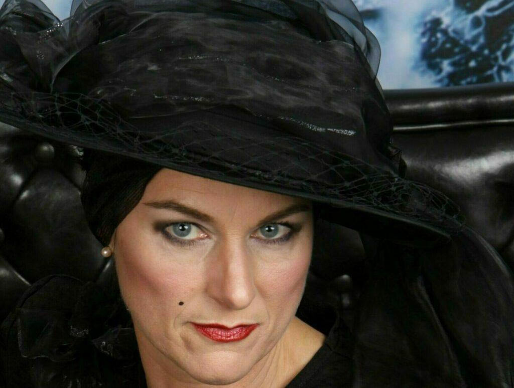 Die schwarze Witwe - Kostümführung